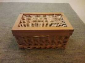 Wicker and wood small basket with a lid