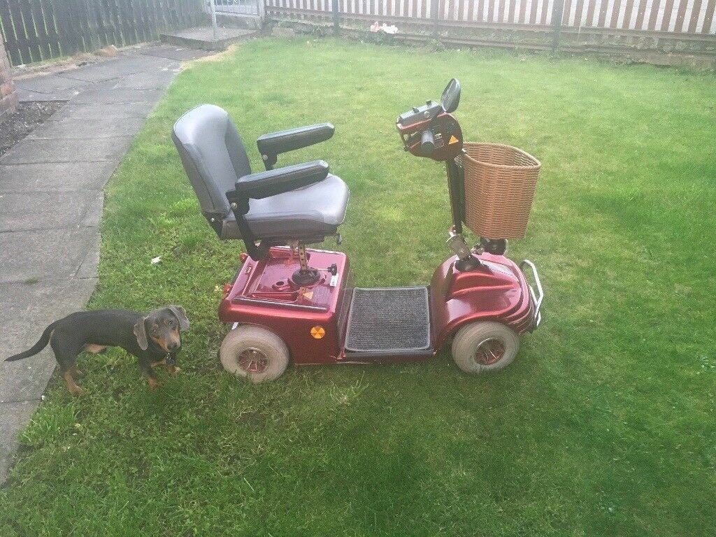 Excellent working mobility scooter 8mph twin batteries. Few scratches but in perfect condition