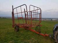 Tractor Ritchie 56 square bale carrier squeeze flat eight