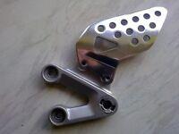 gsxr 600 750 k4 k5 L\H\S footrest hanger\ bracket and heel guard