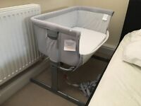 Chicco Next2Me Crib and 5 Fitted Sheets - Excellent Condition