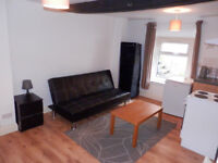 Studio apartment in Dunstable town centre, walking distance of Amazon and Woodside Industrial Estate