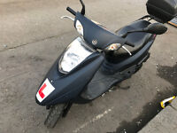 2015 Yamaha XC 125 cc E Vity scooter mopped with storage box - * Call me dont text * -