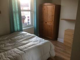 Nice double room available - Trowbridge