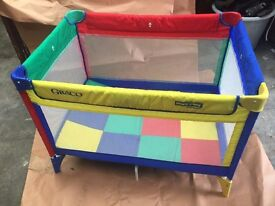 Gracio Travel cot, Excellent condition, hardly used, Bright colours