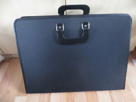 Artists case for carrying paintings/drawings,also with palette,brushes etc