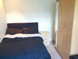 Great Double room, house share for rent, Wimbledon, right next to Raynes Park station, £560 a month