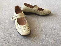 Ladies Shoes - Pavers cream shoes - Size 5
