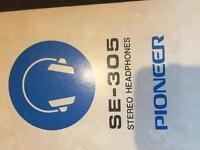 Headphones pioneer se305