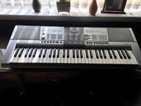 Yamaha full size keyboard, 100's of tunes