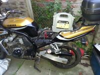 Yamaha fazer fzs600 for sale.Currently SORN and no MOT. Will service the motorbike for buyer 4 free