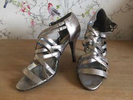 2 pairs women's heels