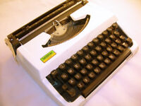 Collectable Vintage Brother Manual Typewriter in Case (WH_2686)