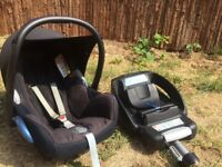 Maxi Cosi car seat and isofix base for sale.