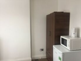 Master Double Room to Rent in clean newly renovated House near Dagenham Heathway Station RM10