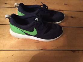 NIKE MENS training shoes UK size 6. ROSHE
