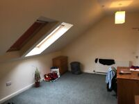Furnished Room to rent in central Edinburgh.