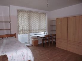 2 large rooms available in the same flat in zone 1