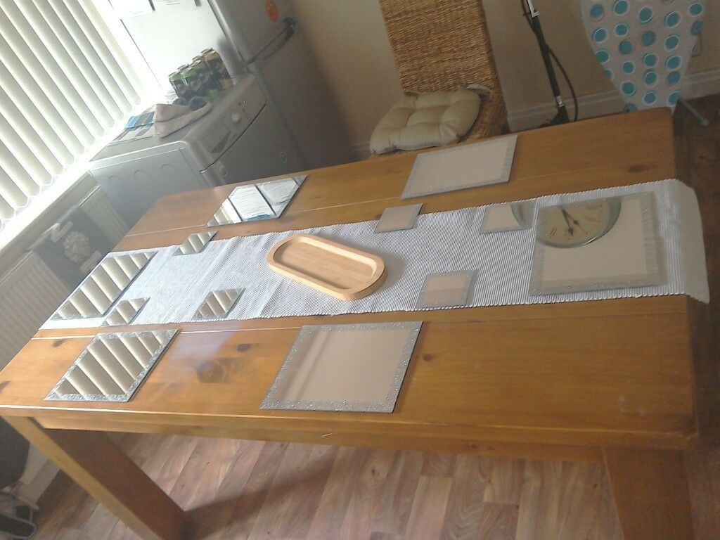 Six Gl Mirrored Mats Matching Coasters With Silver Runner