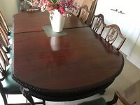 Beautiful Antique Dining Room Table and Chairs set