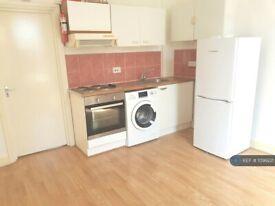 1 bedroom flat in Wightman Road, Turnike Lane, N8 (1 bed) (#1099221)