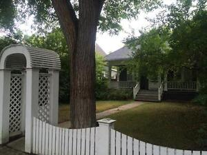 Old Lakeview 5 bed 3 bath double car garage central air Regina Regina Area image 3