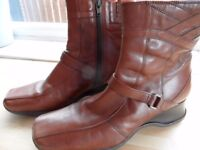Ladies Clarks Leather Ankle Boots Size 7. Brown.