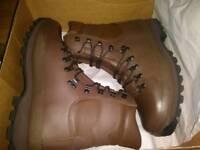Altberg Defender boots size 9