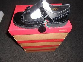 Kickers Broque Bow Shoes Size 7, 4 available