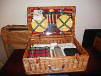 CLASSIC OPTIMA Large Luxury Picnic Basket for 4 Persons