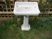 Traditional Sink and Pedestal set