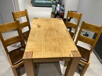 Oak dining table & 4 chairs.