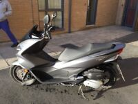Honda PCX 125cc Great Scooter, in showroom condition, Full Service History, 1 owner from new.