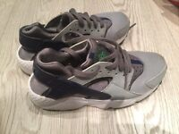 Nike Huaraches trainers size 3