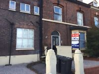 2 bed spacious top fl flat, Waterloo, L22 5NL, D/Glazing, Elec Shower, Close to Shops and Marina