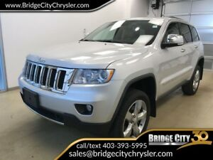 2011 Jeep Grand Cherokee Overland- Hemi, Leather, Sunroof!