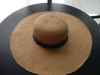 VINTAGE Hat, Chic Large Brim in Excellent Condition, Made in Italy