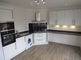 A 3 bedroom flat in Ossulton Way, East Finchley N2 £1800pcm