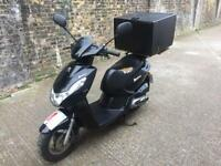 FULLY WORKING 3013 Peugeot Kisbee 100cc learner Scooter 100cc Not 125 cc has 1 years MOT.