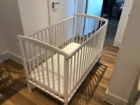 Good-as-new baby cot