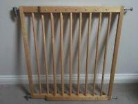 Lindam wooden extendible stair gate