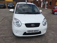 Kia picanto 1.0 white litre engine 5 door 1 former owner mot until 13/10/18 full service history