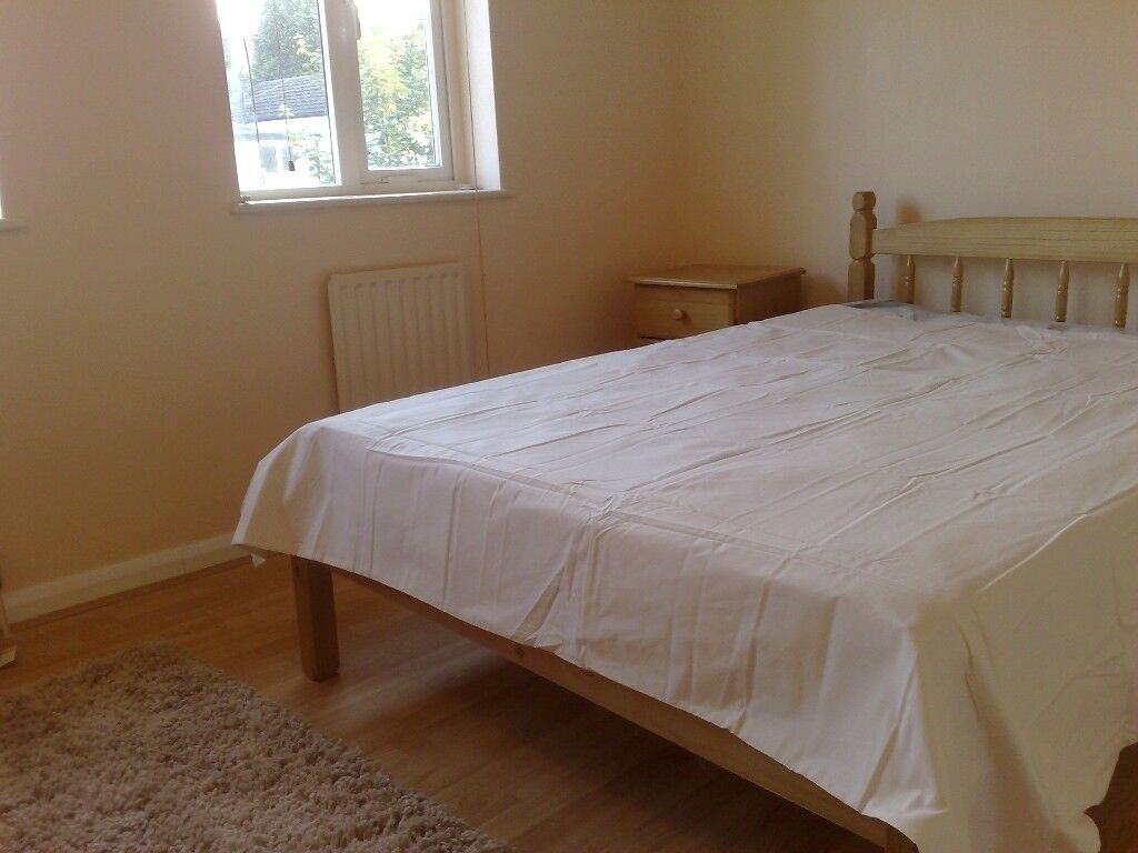CROYDON ROOM AVAILABLE NOW WITH ENSUITE - CALL NOW