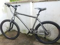 "Giant XTC SE 2006. 20"" Mountain Bike. RRP £500. Hydraulic Disc Brakes. Excellent Condition"