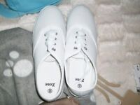 ladies white canvase plimsolle