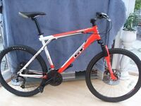 ADULTS GOOD QUALITY GT OUTPOST SUSPENSION MOUNTAIN BIKE WITH DISC BRAKES (IN VGC)