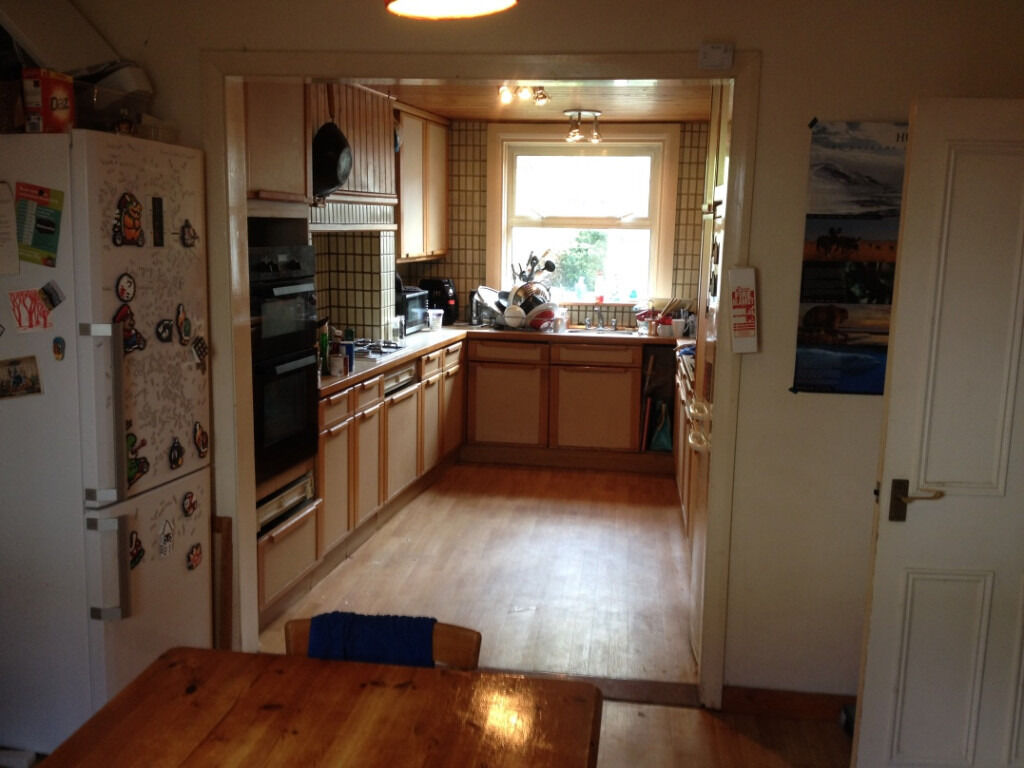 central brighton house share part furnished room in a 5 bedroom