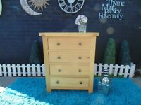 SOLID OAK CHEST OF DRAWERS WITH 4 DOVETAIL DRAWERS