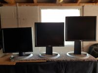 3 x Dell Monitors 17 inch - Height adjustable