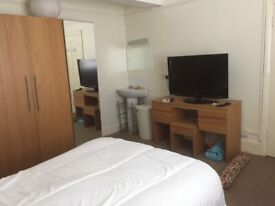 Very Large double bedroom in a shared property